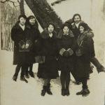 Янина Александровна Романчук (вторая слева) группа студентов, 1932 г. Вильнюс