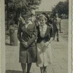 Клавдия Романчук (справа) с подругой, г. Белосток